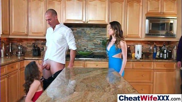 Esposa safada pega marido cometendo adultério com vizinha gostosa