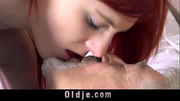 Filha curiosa pede aula de sexo incesto para papai