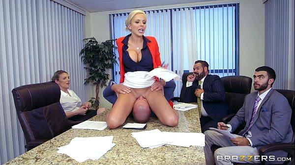 Ganhou uma espanhola da sua secretaria na frente da empresa