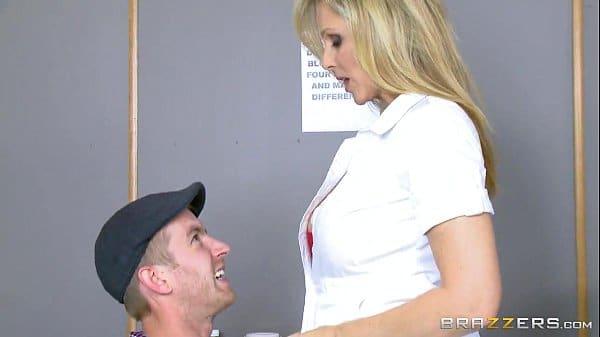 Adulterio comendo enfermeira enquanto esposa dormia dopada