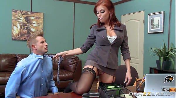 Comendo cu da minha secretaria ruiva