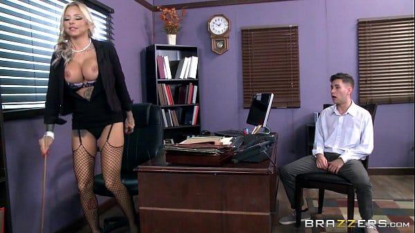 Comendo secretaria de peitos grandes dando uma foda no trabalho