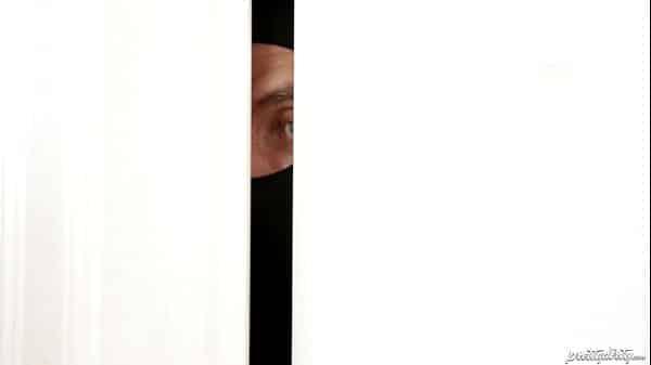 Dona de casa fodendo com ladrão invasor