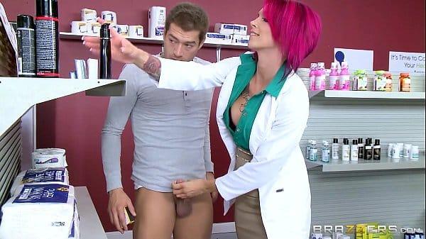 Médica gostosa transando com seu paciente de pau grande