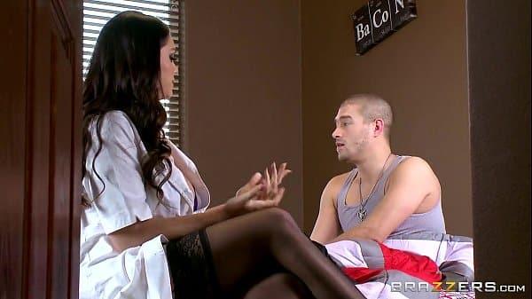 Porno no hospital com enfermeira safada transando com enfermo paciente