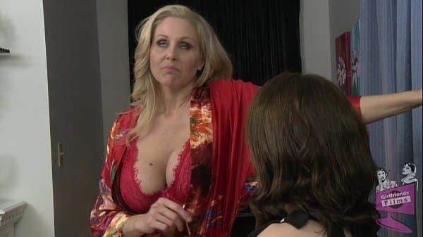 Samba porno mamãe chupando filha lesbica