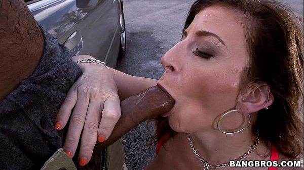 Brasileira gostosa dando para gringos tarados