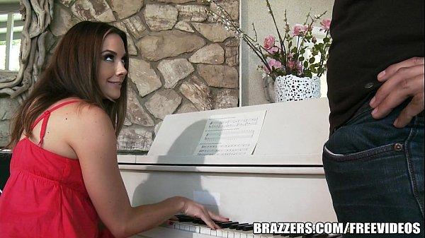 Pornorama foda com professora de piano