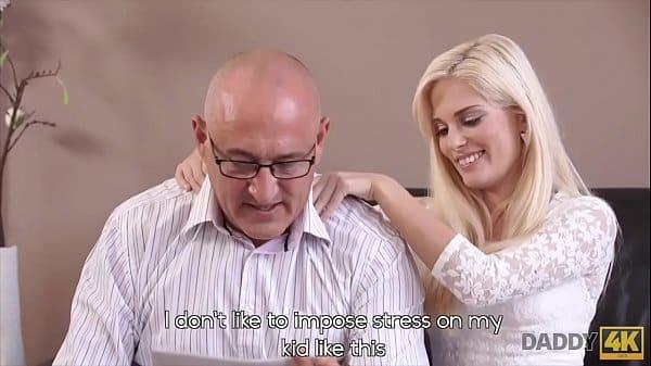 Pornô doido pai gozando em filha