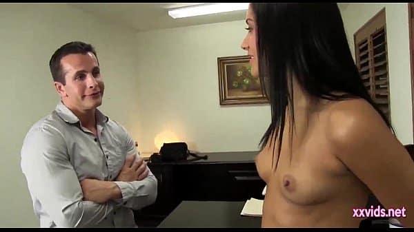 Esposa muito gostosa fodendo com seu marido em sua casa