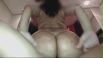 Esposa rabuda numa dupla penetração com o marido