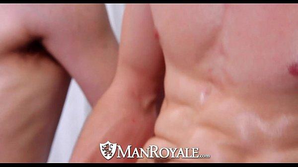 Fazendo massagem em seu namorado e fodendo o cu dele muito