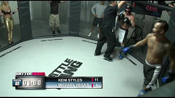 Fazendo um boquete no lutador de boxe em academia
