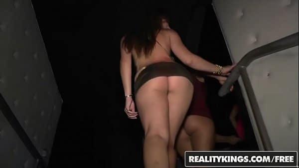 Mulheres peladas transando em festa privada