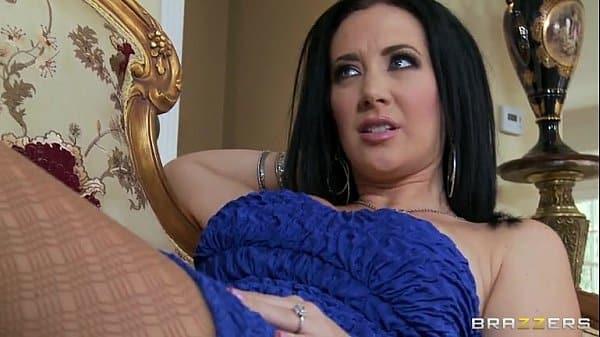 Ela ficou olhando pra seu namorado e fodeu gostoso
