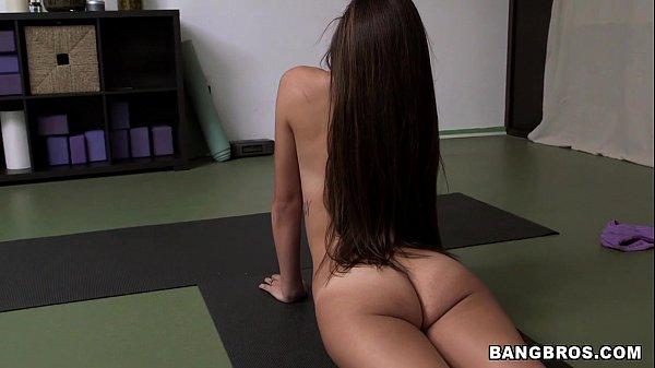 Gostosa fazendo boquete na aula de yoga