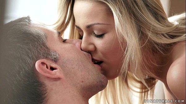 Loira gostosa fazendo filme porno brasileiro