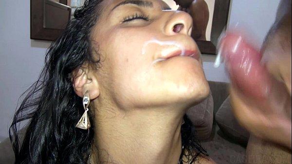 Pornô brasileiro levou porra na boca