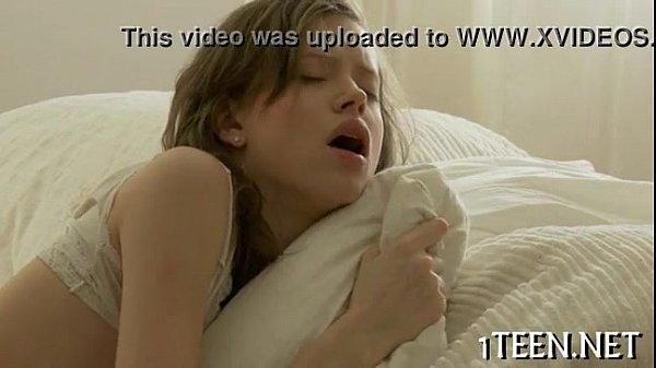 Porno video com colegial fodendo na sala
