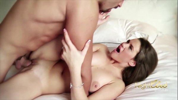 Vídeos de sexo com gostosa branquinha fodendo