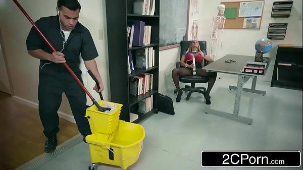 Professora Gostosa Fazendo Sexo Com Faxineiro Da Escola