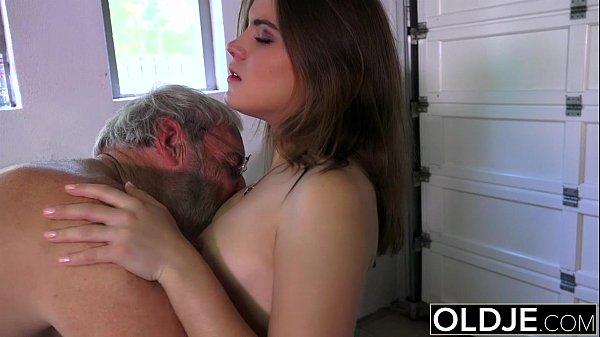 Sexo com filha bucetuda safada