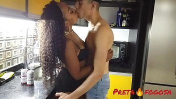 Videos de sexo brasileiro chupando a novinha e metendo com ela