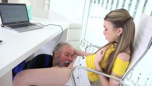 Velho Tarado Comendo A Novinha