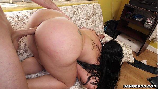 Latina cavala rebolando no caralho