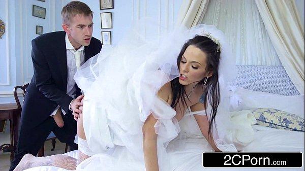 Noiva infiel fodendo com casal de padrinhos
