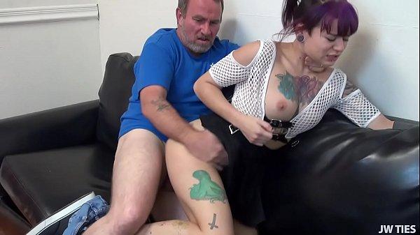 Tatuada gostosinha dando uma trepada gostosa