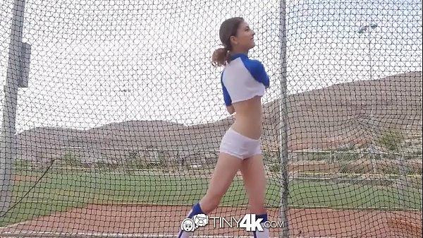 Fudendo a magrinha jogadora de baseball