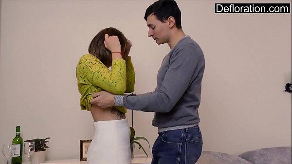 Novinha e novinho perdendo a virgindade juntos