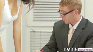 Secretária traindo namorado com chefe