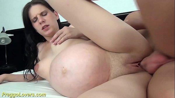Mesmo gravida ela gosta de sexo na xota