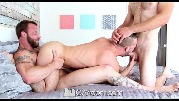 Sexo em trio com amigos gays