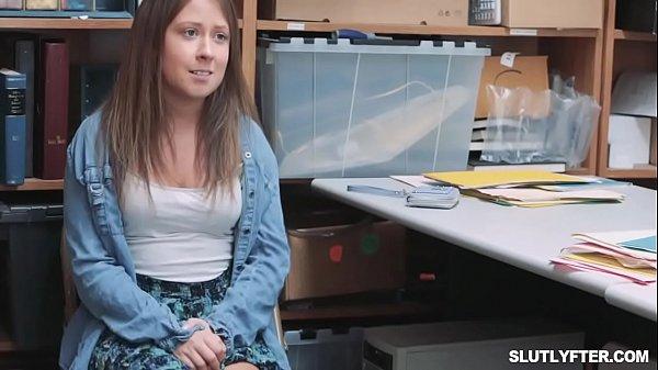 Sexo gostoso com a magrinha que tirou a roupa e queria sexo
