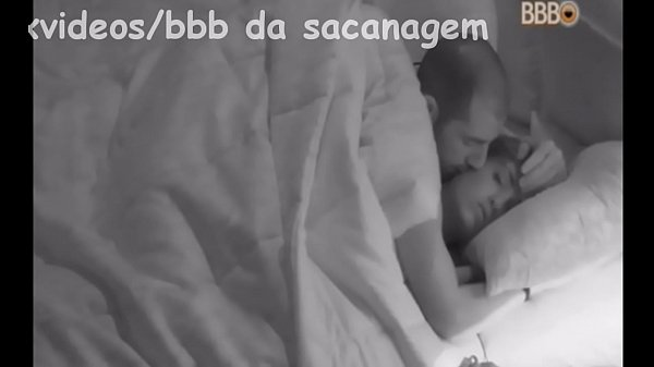 Sexo no bbb embaixo do edredom