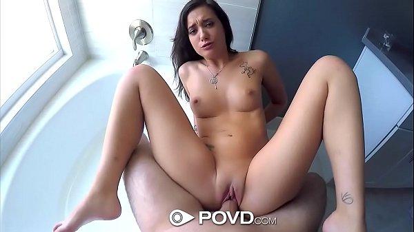 Novinha rabuda gostosa de 18 anos fazendo sexo