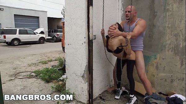 Sexo na rua com magrinha safada de 18 anos