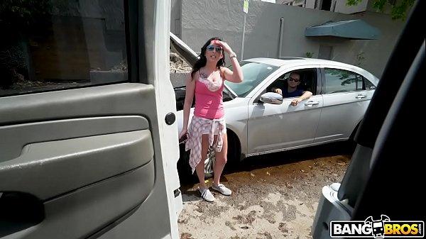 Sexo na van com novinha muito gostosa