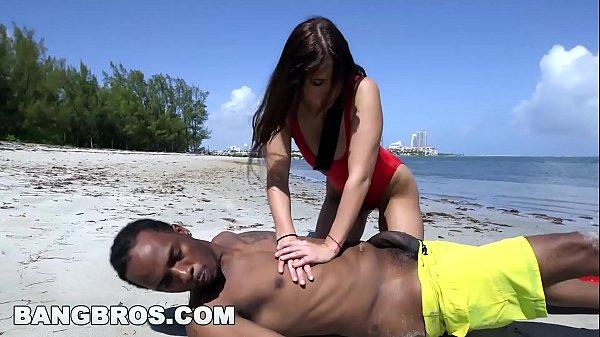 Video sex novinha bunduda fodendo com negro dotado
