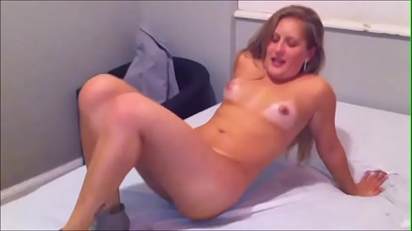 Boa foda loirinha gostosa mamando e levando pirocada no cu