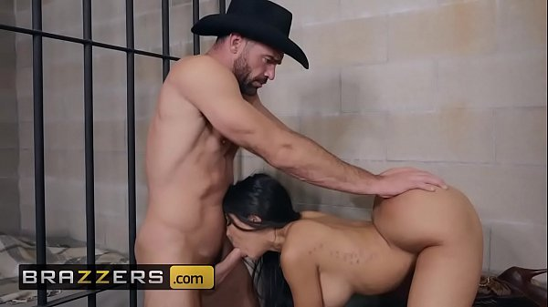 Mulher rabuda piranha muito gostosa fazendo sexo