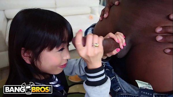 Novinha japonesa no filme porno transando com negro