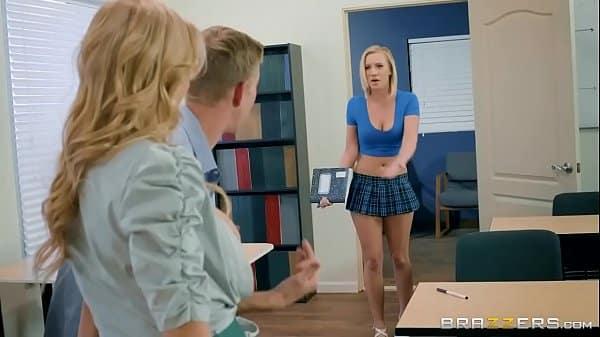 Porno samba loiras gostosas na faculdade transando