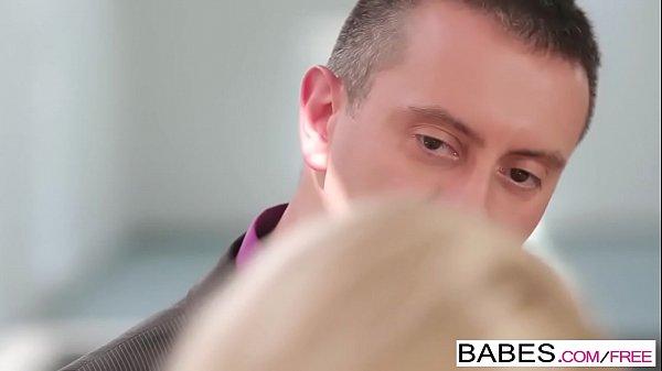 Secretária gostosa dando buceta pro seu patrão dotado