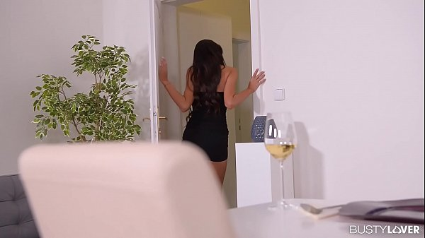 Sexo na cozinha com morena tesuda pra caralho