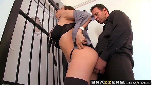Sexo no elevador com mulher muito gostosa