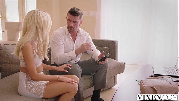 Xvideos sexo com novinha loira de 18 anos